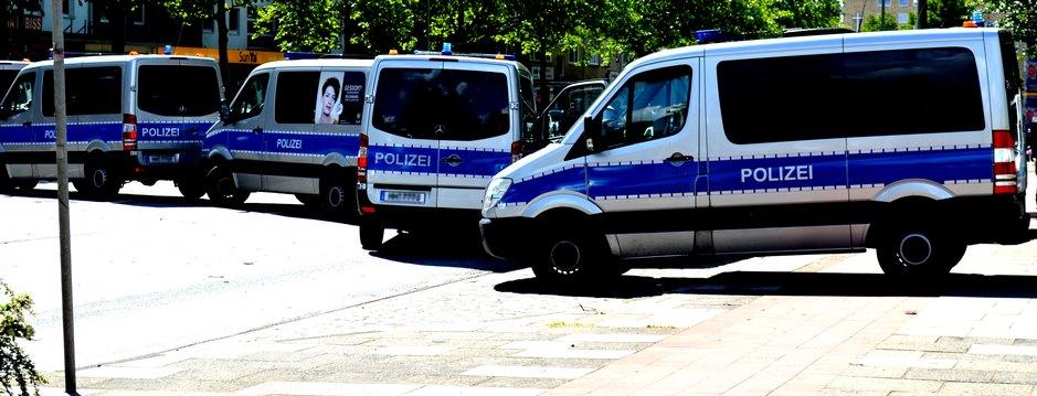 Polizei Hamburg bei einer Demo in Hamburg